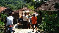 Tanah bergerak merayap di Desa Cimanintin, Kecamatan Jatinunggal, Kabupaten Sumedang, Jawa Barat, terjadi dalam satu pekan terakhir. (Foto: Pusdalops BPBD Sumedang/Arie Nugraha)
