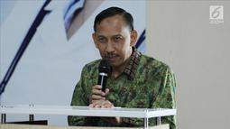 Direktur RS EMC Sentul dr Hardjanto memberikan sambutan dalam bakti sosial operasi hernia di RS EMC Sentul City, Jawa Barat, Sabtu (21/4). RS EMC menggelar bakti sosial bekerja sama dengan Yayasan Karya Alpha Omega. (Liputan6.com/Herman Zakharia)