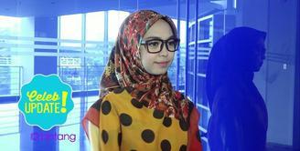 Punya kepribadian yang sangat berbeda, membuat Ria Ricis kerap dibanding-bandingkan dengan kakaknya, Oki Setiana Dewi.