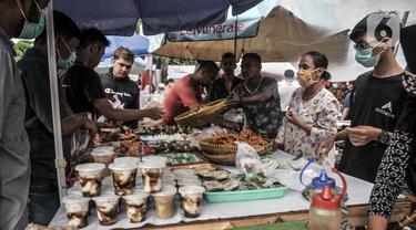 FOTO: Berburu Santapan Berbuka Puasa di Pasar Rawamangun