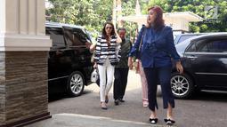 Aktris Tsania Marwa saat tiba di Pengadilan Agama Cibinong, Jawa Barat, Senin (15/08). Dalam sidang tersebut majelis hakim mengabulkan gugatan cerai yang diajukan Tsania terhadap Atalarik Syah. (Liputan6.com/Herman Zakharia)