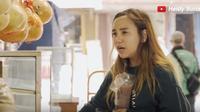 Salmafina Sunan saat belanja di Pasar (Sumber: YouTube/Heidy Sunan)