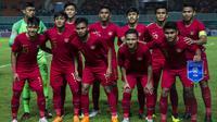Para pemain Timnas Indonesia foto bersama sebelum melawan Thailand pada laga PSSI 88th U-19 di Stadion Pakansari, Jawa Barat, Minggu (23/9/2018). Kedua negara bermain imbang 2-2. (Bola.com/Vitalis Yogi Trisna)