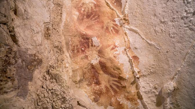 Lukisan gua berusia 40 ribu tahun ditemukan di Indonesia (Kinez Riza)