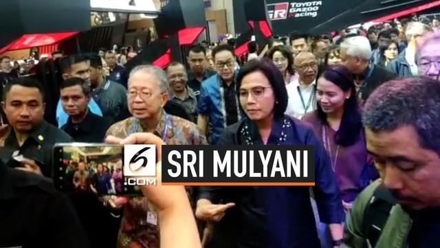 Menjadi pembicara di seminar Indonesia Automotive Industry Readiness Towards Industry 4.0. Menteri Keuangan Sri Mulyani, sempat mencoba mobil ramah lingkungan Toyota Prius PHEV.
