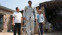 Xu Fuhai, manusia raksasa yang tengah mempersiapkan diri untuk menjalani operasi yang akan mengubah hidupnya.