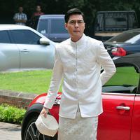 Rizky Kinos ketika menginjakkan kaki di Gedung Arsip Nasional, Tamansari, Jakarta Barat. Menikahi Nycta Gina, Rizky Kinos tampil gagah dengan mengenakan pakaian adat Bugis. (Deki Prayoga/Bintang.com)