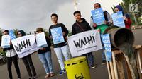 Aktivis Wahana Lingkungan Hidup (Walhi) menggelar aksi terkait Hari Air Sedunia di depan Istana Negara, Jakarta, Kamis (22/3). Walhi meminta pemerintah dan masyarakat lebih memperhatikan dan menjaga ekosistem air. (Liputan6.com/Immanuel Antonius)
