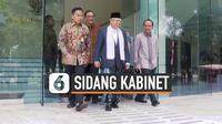 Wapres RI Ma'ruf Amin menghadiri sidang perdana Kabinet Indonesia Maju. Uniknya, hari ini Ma'ruf menghadiri sidang kabinet dengan memakai sarung.