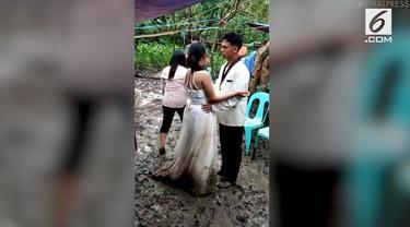 Angin topan yang melanda daerah Masbate, Filipina, membuat lokasi pernikahan pasangan ini berubah drastis menjadi rawa penuh lumpur.