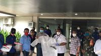 Serikat buruh menyerahkan bantuan APD dan Alat Kesehatan ke berbagai Rumah Sakit