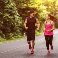 Semangat menjalankan pola hidup sehat bersama suami./Copyright shutterstock.com