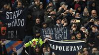 Lima suporter Napoli ditangkap di Liverpool usai terlibat bentrok dengan polisi, Kamis (28/11/2019) (AFP/Oli Scraff)