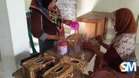 Sejumlah warga Desa Pasuruhan, Kecamatan Kayen saat mengikuti pelatihan ketrampilan beberapa waktu lalu. (foto: Liputan6.com / suaramerdeka.com / Beni Dewa)