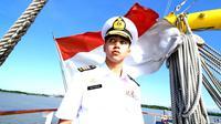 Vadi Akbar berpakaian Angkatan Laut