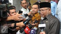 Ketua MKD, Surahman Hidayat memberikan keterangan pers usai bertemu Kapolda di Jakarta, Senin (1/3). (Liputan6.com/Johan Tallo)