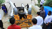 Antisipasi banjir di musim hujan, Wali Kota Tangerang Arief R. Wismansyah, meninjau langsung uji coba operasional mesin pompa air yang dipersiapkan.