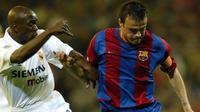 Luis Enrique saat masih berseragam Barcelona menghadapi Real Madrid di Santiago Bernabeu pada 19 April 2003. (AFP/PIERRE-PHILIPPE MARCOU)