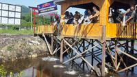 Sejumlah unsur Forkopimda Sulbar saat menabur 15000 benih Ikan Bandeng (Foto: Liputan6.com/Istimewa)