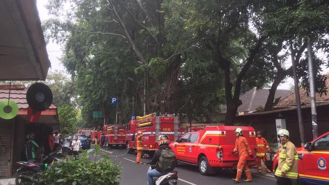 Kebakaran terjadi di sebuah rumah di kawasan Menteng, Jakarta Pusat. (Liputan6.com/Siti Khotimah)