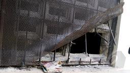 Tampak tembok ruang tahanan BNN yang dijebol tahanan untuk melarikan diri, Jakarta,Selasa (31/3/2015). Tembok ruang tahanan BNN berukuran 16 milimeter, luas jebolan 30 sentimeter (cm) dengan lebar 40 cm. (Liputan6.com/Yoppy Renato)