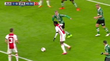 Bertrand Traore, striker muda Chelsea yang sedang dipinjamkan ke Ajax Amsterdam mencetak gol indah.
