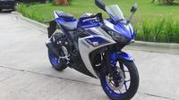 Yamaha YZF-R25 yang menjadi model terlaris di kelas motor sport akhirnya turut dilepas dengan varian baru yang menggunakan fitur ABS.