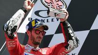 Pembalap Ducati, Andrea Dovizioso, kecewa hanya bisa finis ketiga di MotoGP Italia yang berlangsung di Sirkuit Mugello, Minggu (2/6/2019) (AFP/Tizia Fabi)