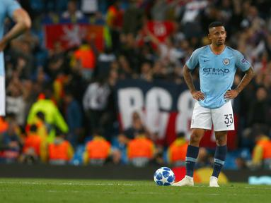 Ekspresi pemain Manchester City, Gabriel Jesus saat Lyon mencetak gol ke gawang mereka pada matchday pertama Grup F Liga Champions di Stadion Etihad, Manchester, Rabu (19/9). City menelan kekalahan 1-2 dari Lyon. (AP Photo/Dave Thompson)