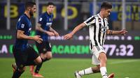 Duel Inter Milan versus Juventus berakhir imbang 1-1 pada laga pekan kesembilan Serie A di Giuseppe Meazza, Senin (25/10/2021) dini hari WIB. (AFP/Marco Bertorello)