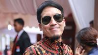 Desta merupakan salah satu fans berat dari salah satu klub liga Inggris, Liverpool. Ia pun tak melewatkan kesempatan saat Liverpool berkunjung ke Indonesia. (Adrian Putra/Bintang.com)