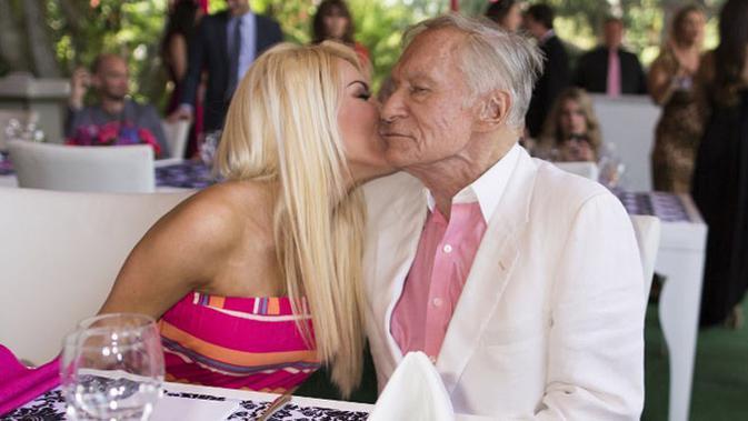 Bos Playboy yang meninggal dalam usia 91 tahun akhirnya terungkap penyebab kematiannya. Kabarnya, ia meninggal akibat serang jantung dan gagal napas, hingga akhirnya ia tutup usia pada 27 September 2017 lalu. (AFP/Christopher Polk)