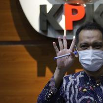 Wakil Ketua KPK, Nurul Ghufron sesaat jelang rilis penahanan Bupati Bandung Barat Aa Umbara Sutisna dan anaknya Andri Wibawa di Gedung KPK, Jakarta, Jumat (9/4/2021). KPK menahan keduanya terkait dugaan korupsi pengadaan barang tanggap darurat pandemi COVID-19. (Liputan6.com/Helmi Fithriansyah)