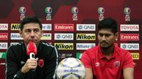 Bek PSM Makassar, Abdul Rahman Sulaiman (kanan) meminta dukungan seluruh masyarakat Indonesia pada leg kedua semifinal zona ASEAN Piala AFC 2019. (Bola.com/Abdi Satria)