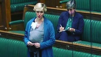 Misi Khusus Anggota Parlemen Inggris Gendong Bayinya ke Ruang Debat