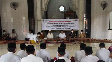 Bea Cukai Sosialisasikan Ketentuan Cukai ke Masyarakat Umum hingga Santri di Jawa Timur