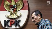 Wakil Ketua KPK Saut Situmorang saat keterangan pers terkait dugaan suap Pejabat Kementerian PUPR di Gedung KPK, Jakarta, Minggu (30/12) dini hari. Suap terkait proyek pembangunan Sistem Pengelolaan Air Minum (SPAM). (Liputan6.com/Johan Tallo)