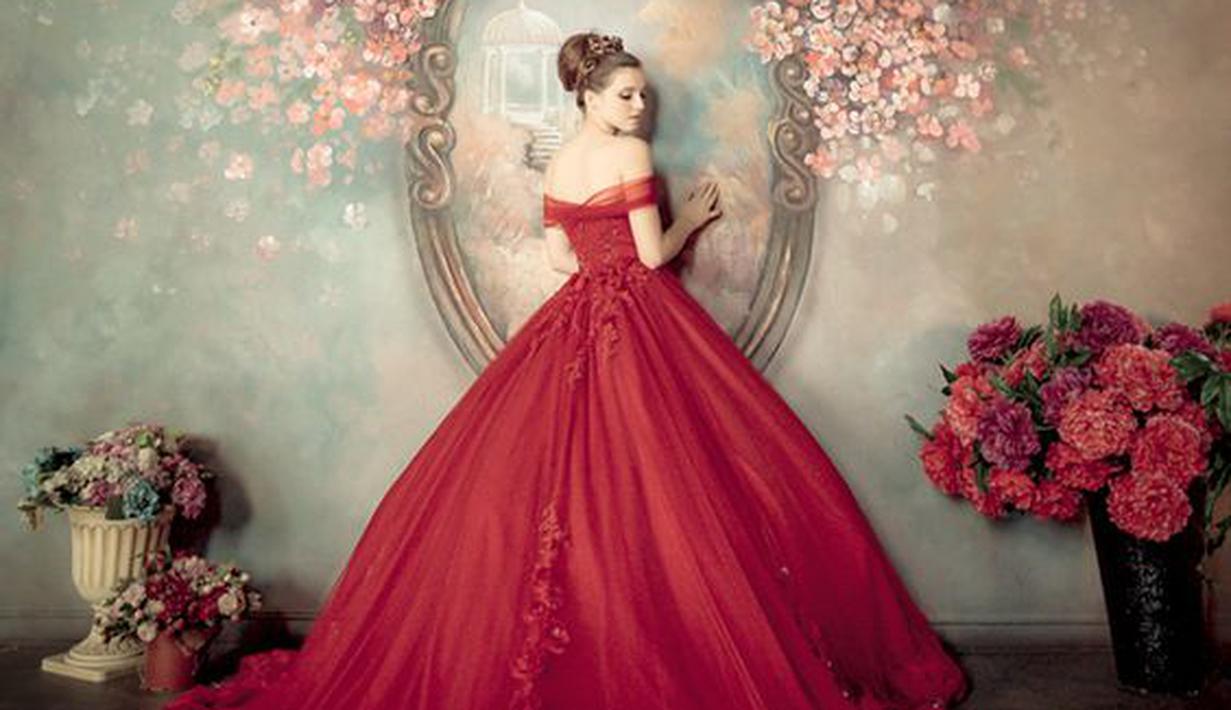10 Foto Mewah Megah Gaun Pengantin Nuansa Merah Fimela Fimela Com