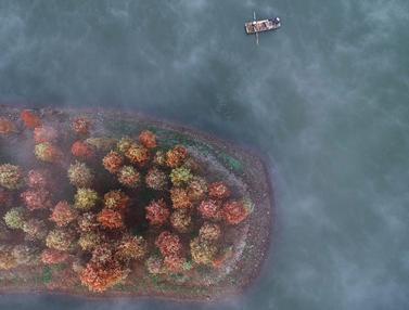 Indahnya Danau Tianquan di China Saat Berselimut Kabut