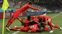 Para pemain timnas Inggris merayakan gol ke gawang Tunisia. The Three Lions menang 2-1 atas Tunisia pada laga penyisihan Grup G Piala Dunia 2018, Selasa (19/6/2018) dini hari WIB.  (AP Photo/Sergei Grits)