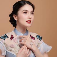 Begini penampilan gaya makeup flawless Sandra Dewi. Wanita 36 tahun ini tampak awet muda walaupun dengan makeup bold yang dikenakan. Sandra tampak memesona dengan makeup matte dengan sentuhan lipstick tebal.(Liputan6.com/IG/@sandradewi88)