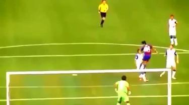Pemain Timnas Jepang Yoshinori Muto disebut-sebut sebagai 'Messi-nya Jepang' karena permainannya yang mirip dengan Lionel Messi