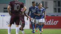 Pemain Persib Bandung, Beckham Putra merayakan gol bunuh diri pemain PSM Makassar dalam laga pekan ke-6 BRI Liga 1 2021/2022 di Stadion Wibawa Mukti, Cikarang, Sabtu (02/10/2021) WIB. Kedua tim bermain imbang 1-1. (Bola.com/Bagaskara Lazuardi)