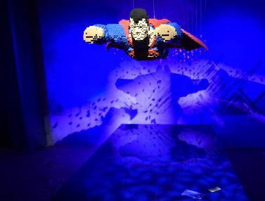 Karakter Superhero yang Dibuat dari Lego