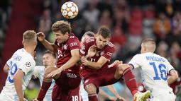 Klub raksasa Jerman itu masih terlalu tangguh atas lawannya dan Bayern Munchen menang dengan lima gol tanpa balas. (AP/Matthias Schrader)