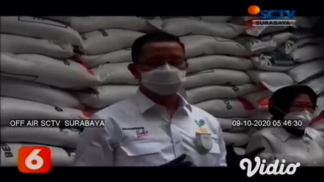 Mensos Juliari P Batubara didampingi Wali Kota Surabaya, dan Dirut PT Pos Indonesia pada Rabu sore meninjau bantuan sosial tunai (BST) senilai Rp 300 ribu bagi warga yang terdampak Covid-19.