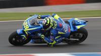 Awal petualangan Andrea Iannone bersama Suzuki pada MotoGP 2017 berjalan kurang mulus. (EPA/David Fernandez)