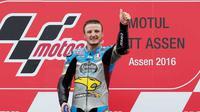 Ekspresi kegembiraan Jack Miller seusai menjuarai MotoGP Belanda di Sirkuit Assen, Minggu (26/6/2016). (EPA/BAS CZERWINSKI)