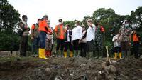 Kepala BNPB, Doni Monardo, meninjau lokasi banjir (Dok: BNPB)
