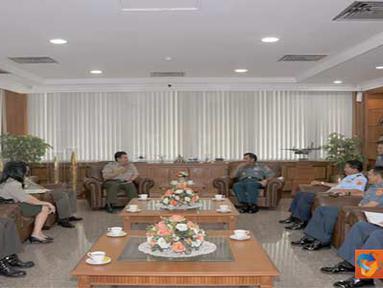 Citizen6, Jakarta: Panglima TNI menerima kunjungan Pengurus Pusat Gerakan Muda Forum Komunikasi Putra Putri Purnawirawan dan Putra Putri TNI-Polri (PP GM FKPPI) di Mabes TNI Cilangkap, Jakarta Timur, Jumat (8/4). (Pengirim: Badar)
